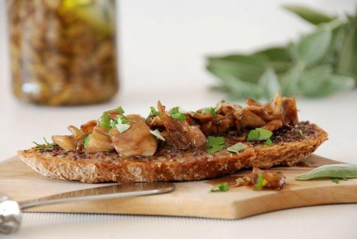 Ψητά πλευρώτους, μαριναρισμένα σε κονσέρβα  Preserved mushrooms