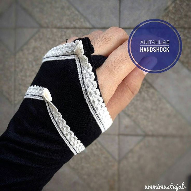 Dear ukhti muslimah sering kali lengan kita tersingkap ketika memakai baju. Padahal lengan kita juga aurat lhoo  Yuk biasakan pakai handsock / manset agar lengan kita tetap terjaga  @mansetmuslimah menyediakan aneka handsock berkualitas dengan banyak pilihan model dan warnanya  Yuk kepoin ig @mansetmuslimah In syaa Allah ga nyesel sama bahannya yang adem dan nyaman  #mansetmuslimah #handsockmuslimah #handsockmurah