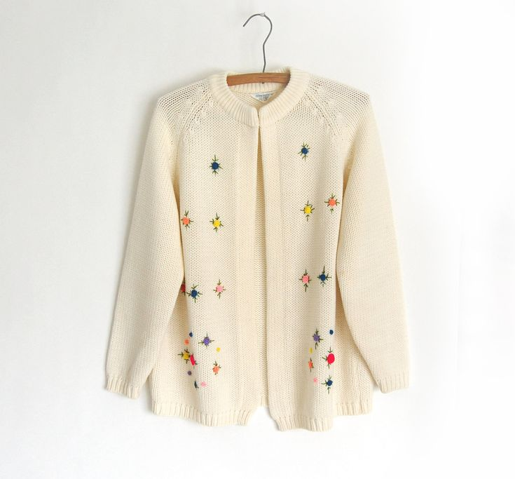 Vintage granny Cardigan Sweater / Embroidered Floral / fully