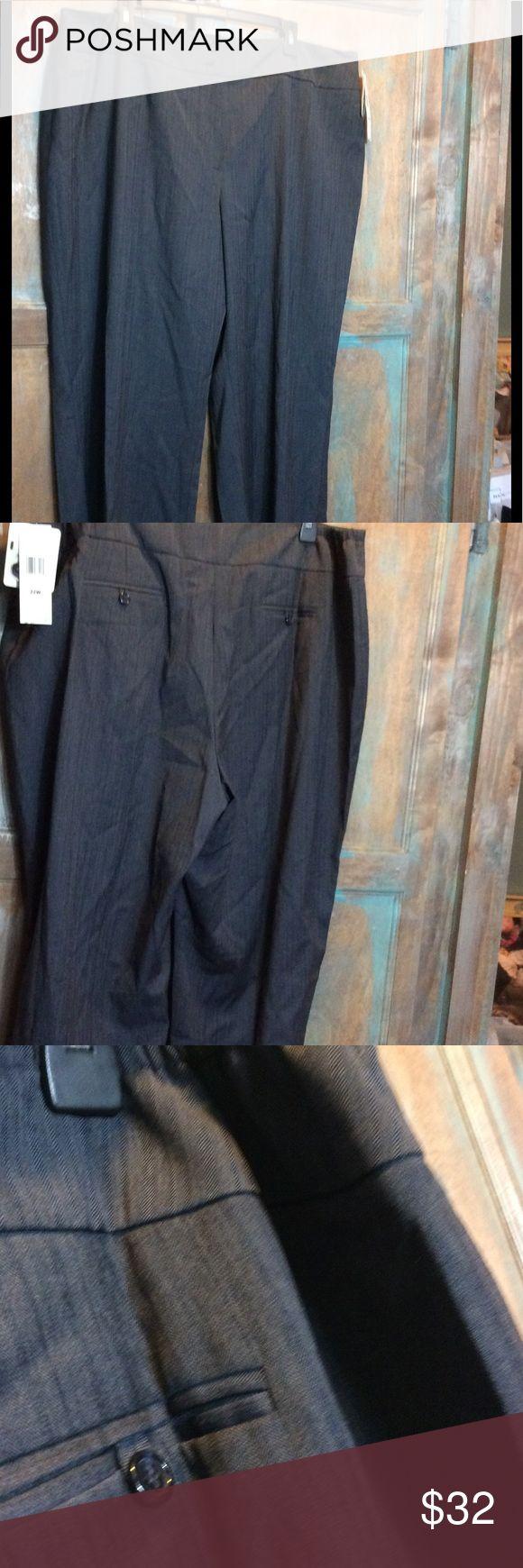 Jones New York Navy dress pants sz 22w NWT Jones New York women's plus size dress pants. Straight wide leg. Size 22w. Color is a navy/grey. Jones New York Pants Straight Leg