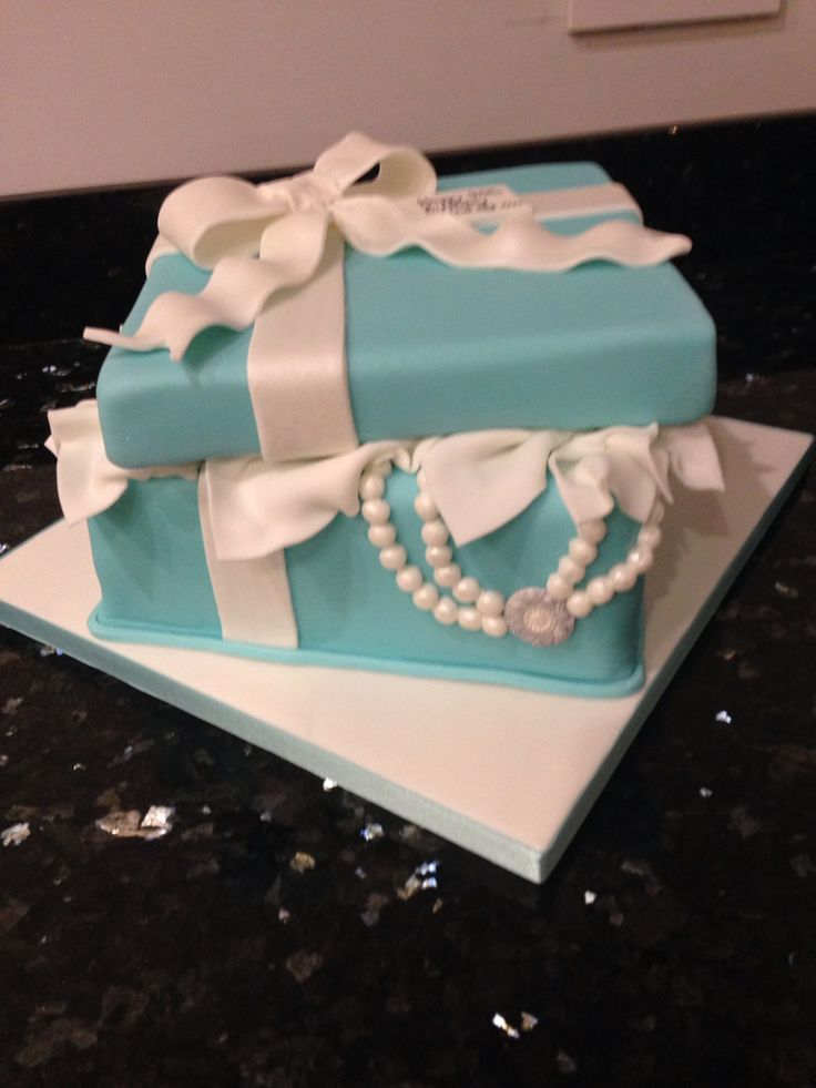 """Open Tiffany Box Cake for 40th Birthday - """"Thank you Geraldine Masson, you're a genius...Lins loved her cake. """""""