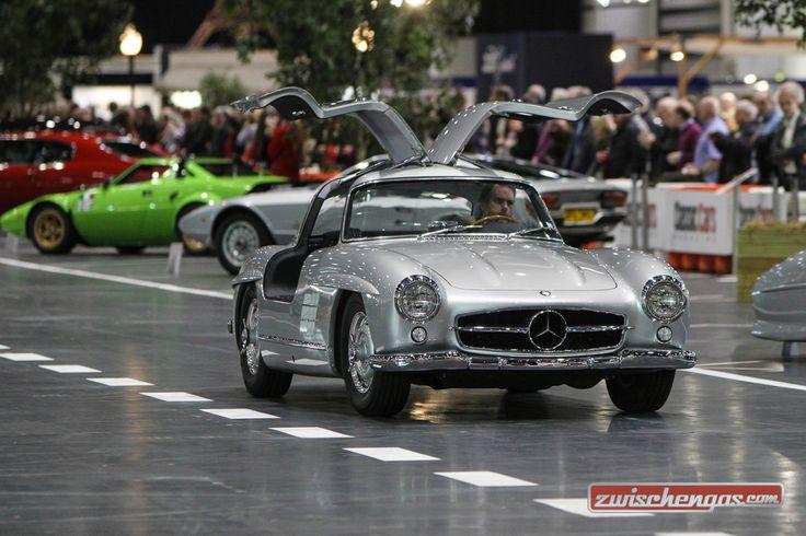 Die London Classic Car Show ist nicht einfach nur eine Messe - die Klassiker kann man auch hören, anfassen und in Aktion erleben:   http://www.zwischengas.com/de/news/London-Classic-Car-Show-vom-18-21-Februar-2016-mit-den-schoensten-Klassiker-aus-sechs-Nationen.html?utm_content=buffer114b0&utm_medium=social&utm_source=pinterest.com&utm_campaign=buffer  Foto © London Classic Car Show