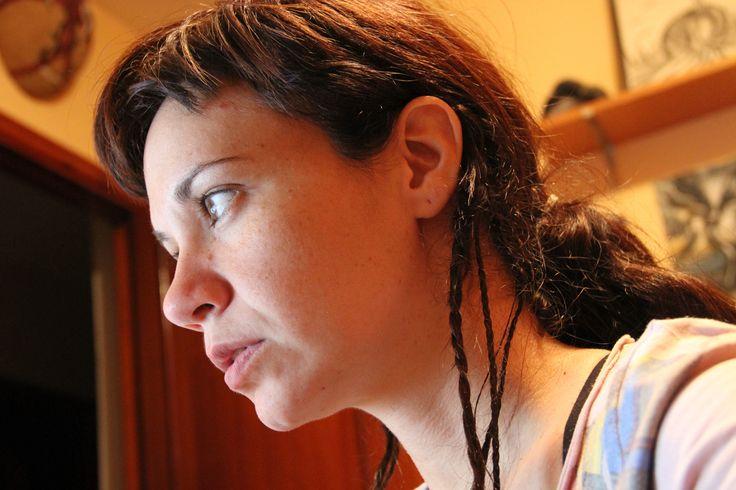 Eugenia Arteaga (1975) Santa Cruz de Tenerife, España. Filmografía: http://www.imdb.com/name/nm4382170/?ref_=fn_al_nm_2 Info: http://www.teatenerife.es/show/estreno-de-el-circulo-un-cortometraje-rodado-en-la-lengua-de-signos +Info: http://www.eldiario.es/canariasahora/politica/Maria-Eugenia-Arteaga-Festival-Lobo_0_151185229.html Entrevista: https://www.youtube.com/watch?v=UYXglRY4Dyo