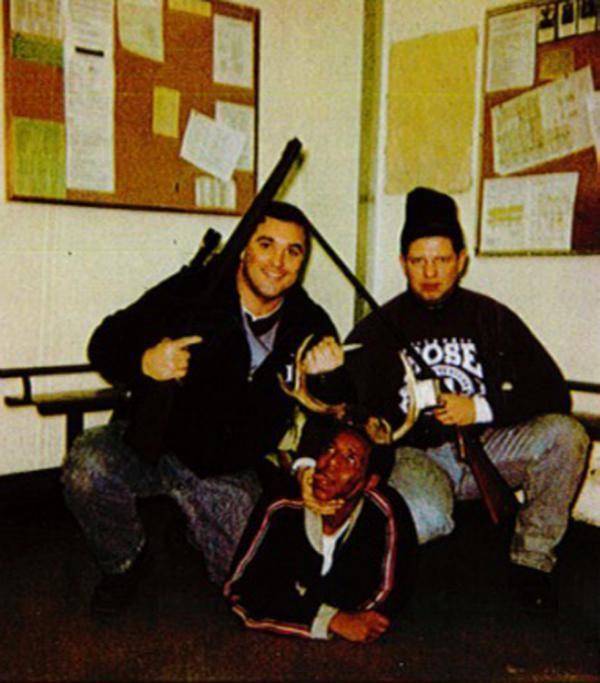 La infame foto del 'trofeo humano' de abusivos policías de Chicago | Pulso USA - Yahoo Noticias