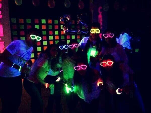 fiesta colores fosforescentes