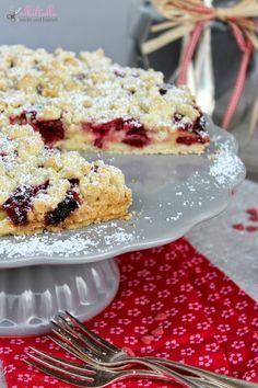 Pudding-Kirschstreusel    Eines meiner liebsten Rezepte für einen einfachen Kuchen ist dieser Pudding-Kirschstreusel. Der Clou daran: die Pu...