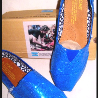 UK WILDCAT BLUE TOMS- how do i get a pair of these?!