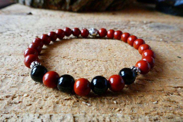 Voici ce que je viens d'ajouter dans ma boutique #etsy: Bracelet avec perles semi précieuses 6mm de jaspe rouge et onyx, avec perle Bouddha en métal #bijoux #bracelet #rouge #jaspesanguin #noir #rond http://etsy.me/2yYa1rP
