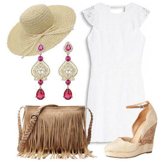 Vestito+bianco+corto,+in+pizzo,+con+maniche+molto+corte,+abbinato+a+bellissime+zeppe+sui+toni+del+beige.+Completo+con+borsa+a+spalla+con+frange,+cappello+e+lunghi+orecchini.+Splendide+per+un+aperitivo+con+le+amiche+o+una+festa+a+bordo+piscina.