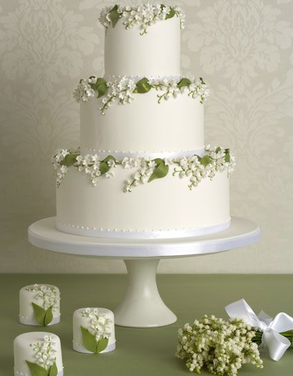 The wedding cake need not be too elaborate- some pretty decorative flowers will suffice.