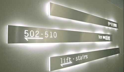 Panneau signalétique à LED STRIPE