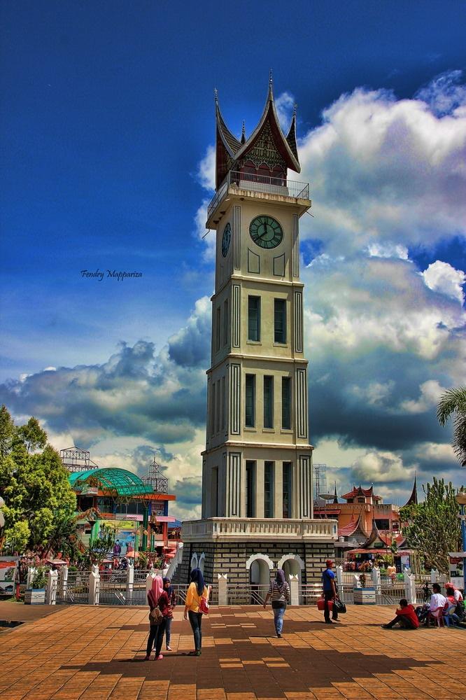 jam gadang simbol masyarakat minang