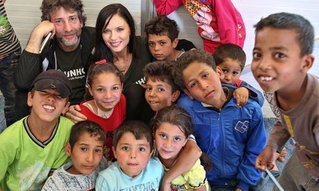 Neil Gaiman and Georgina Chapman with children at a playgroup at Azraq.