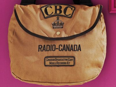 8 vintage gift ideas - #CBC mobile reporting bag #retro #vintage #gifts #Canadian