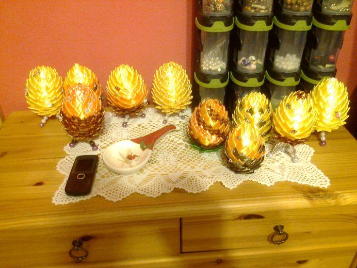 jajka ze styropianu ozdobione satynową wstążką - Styrofoam eggs decorated with satin ribbon