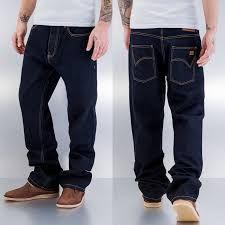 Lo puedes combinar casi con cualquier prenda por su tonalidad oscura  Jean para caballero ancho, color oscuro, talla 28-38 $ 70.000