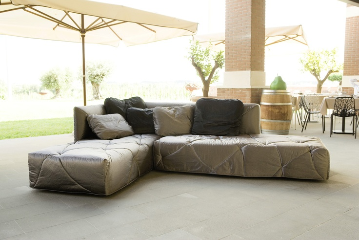 2.9 is Mimodesigngroup novelty, a sofa from the contemporary appeal that turns into a comfortable bed, allowing to play on the available space to the best.