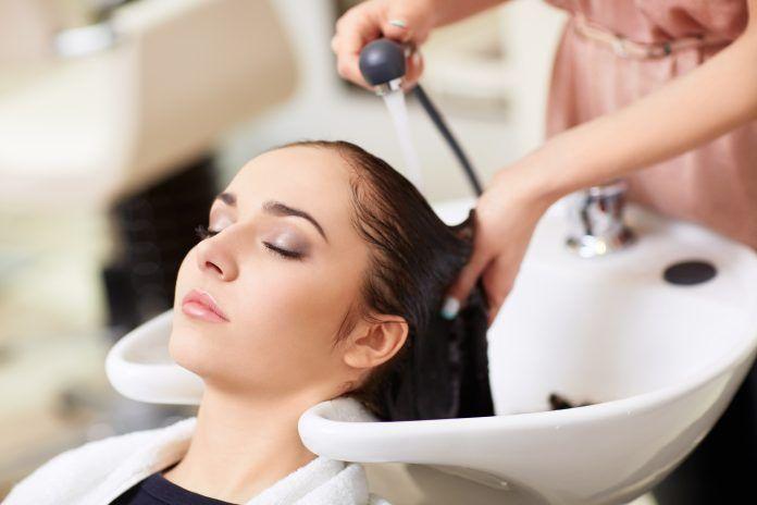 Podpowiadmy, jak wybrać dobrego fryzjera!