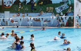 Diamond Creek Outdoor Heated Pool  Elizabeth Street, Diamond Creek  http://www.nillumbik.vic.gov.au/Things_to_do/Swimming_pools/Diamond_Creek_outdoor_pool