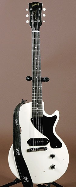 I love this guitar! This is a Gibson Billie Joe Armstrong signature Les Paul. I also Love Green Day!