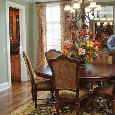 Traditional dining room centerpieces design pictures for Traditional dining room pinterest