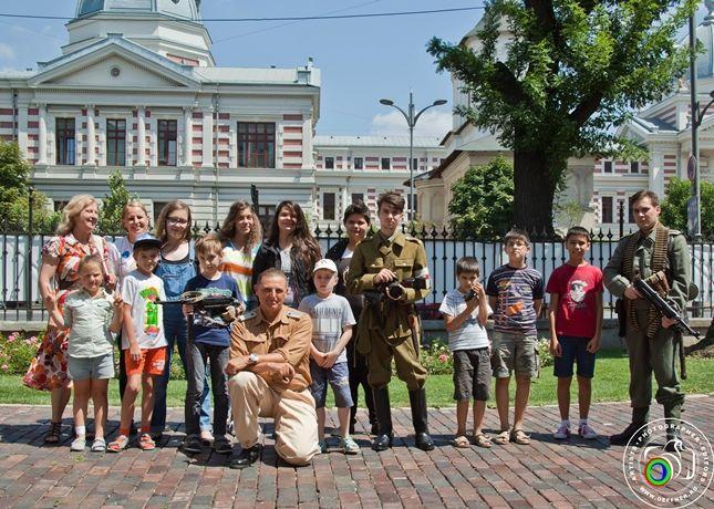 Participarea Asociației Redescoperă Istoria la Școala de Vară de la Palatul Suțu (1 august 2015)