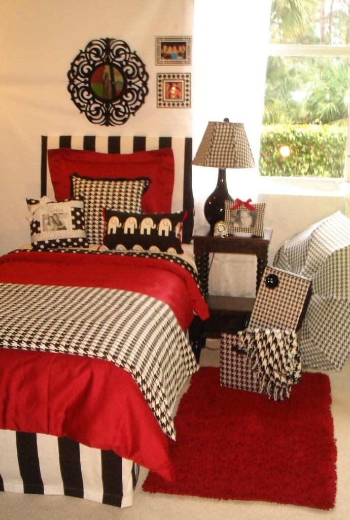 Beautiful University Of Alabama UA Girl Custom College Dorm Room Bedding And Décor  Set University Of Alabama Custom Girl Crimson And Hounds Tooth Dorm Bedding  Set ...