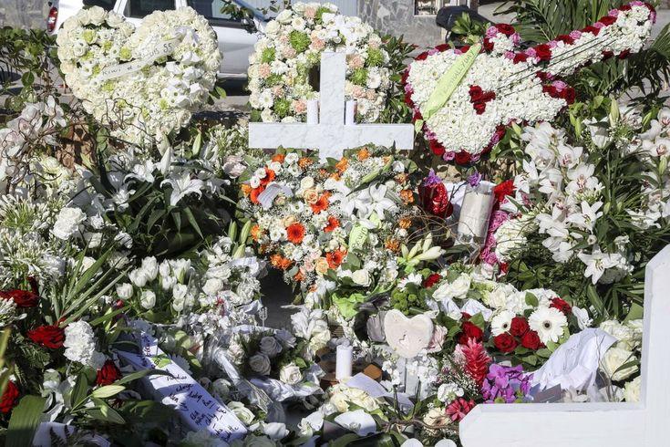 Actu : Johnny Hallyday voulait-il vraiment être enterré à Saint-Barth ? Une plaque déposée sur sa tombe relance la polémique