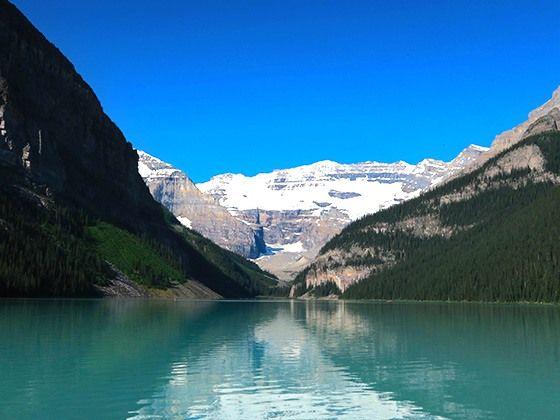「ロッキーの宝石」レイクルイーズ エメラルドブルーの絶景!「カナディアンロッキー」の氷河湖5選