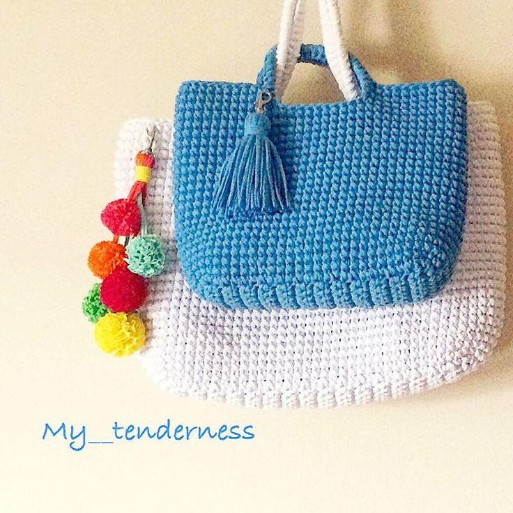Доброе утро!!!😘 Каждая девушка хочет выглядеть красиво😍, стильно и модно👌, а так же стремится подчеркнуть свою индивидуальность. Сделать это можно с помощью одежды👗👠, аксессуаров💍👓🎀 или сумочки👝💼👛👜. Эти сумочки уже пристроены👌, возможен повтор😉#вязаныесумки#вяжутнетолькобабушки#натализолотаяручка#ручнаяработа#my__tenderness#handmade#knitting#мойновыйшедевр#связанослюбовью#девочкитакиедевочки#сумокмногонебывает#москва#красота#