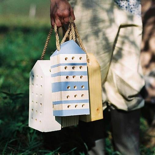 dobryobchod / Včelí kRAJ: Drevený domček pre hmyz - modrý