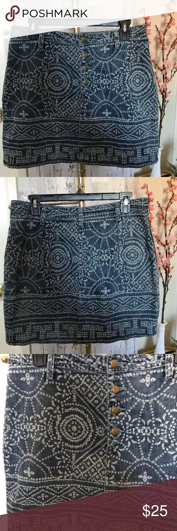 Free People Boho Tribal Print Skirt SZ 12 Free People Denim Skirt Button down with side pockets 16 in waist (laying flat) 16 in length (approx) Free People Skirts Mini