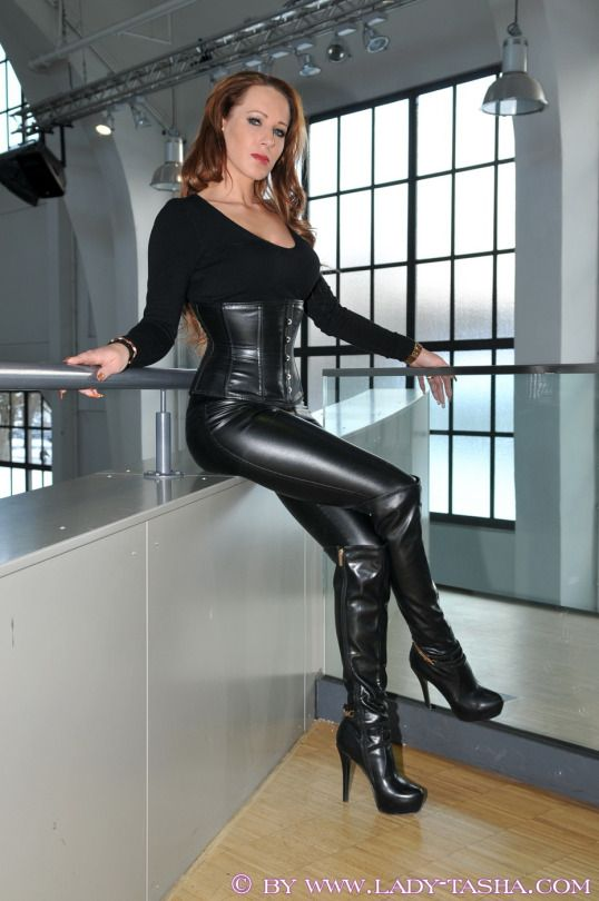 Office sex and latex rubber | Adult photos)