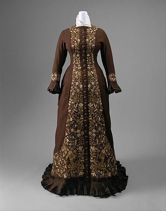 Dress Made Of Wool And Silk - American   c.1876-1878    The Metropolitan Museum Of Art