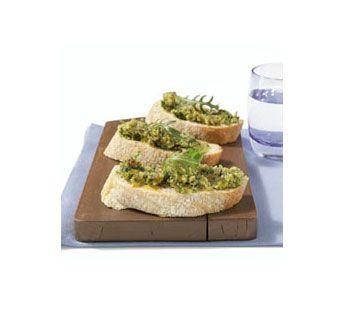 Stokbrood met geroosterde notentapenade en rucola - Recept - Jumbo Supermarkten