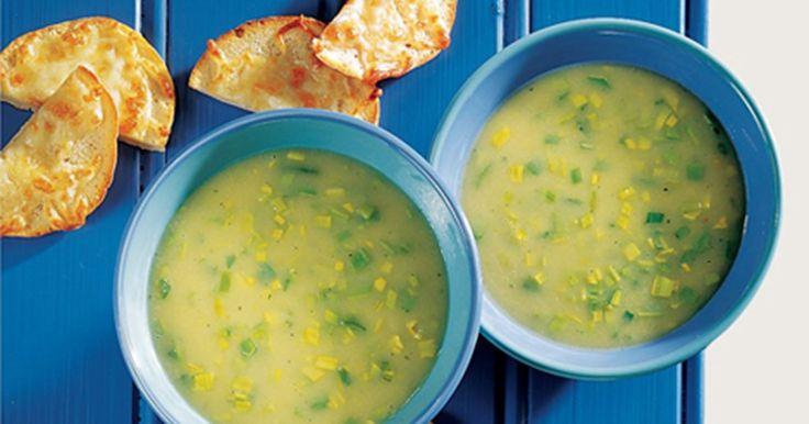 Kartoffelsuppe med porrer Hurtigt lavet suppe serveret med ostegratineret pitabrød. God opskrift til børn der har maddage.
