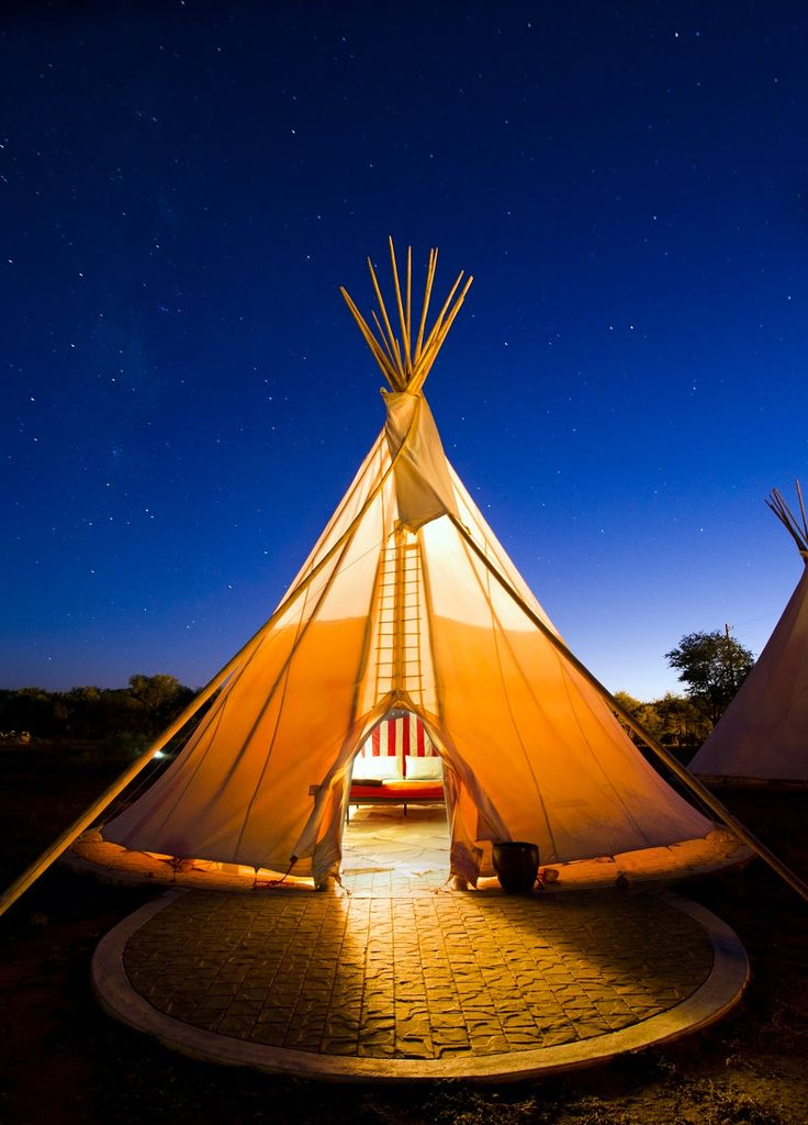 10 places for glamping in California which will assure you the adventure of camping in the wilderness in addition to a luxurious stay.