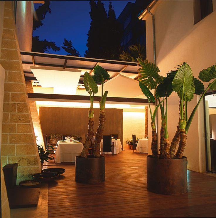 Convent de la Missió | Boutique Hotel | Palma de Mallorca | Spain | http://lifestylehotels.net/en/convent-de-la-missio | view at night, dining area, wooden floor