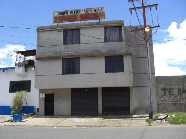 Se vende, Edificio formado por Planta Baja: 81 m2 Primer piso:91 m2, segundo piso 101 m2. Es ideal para Empresas de servicios: lavandería, Aire acondicionado, cristalería, repuestos diversos, documentos actualizados.
