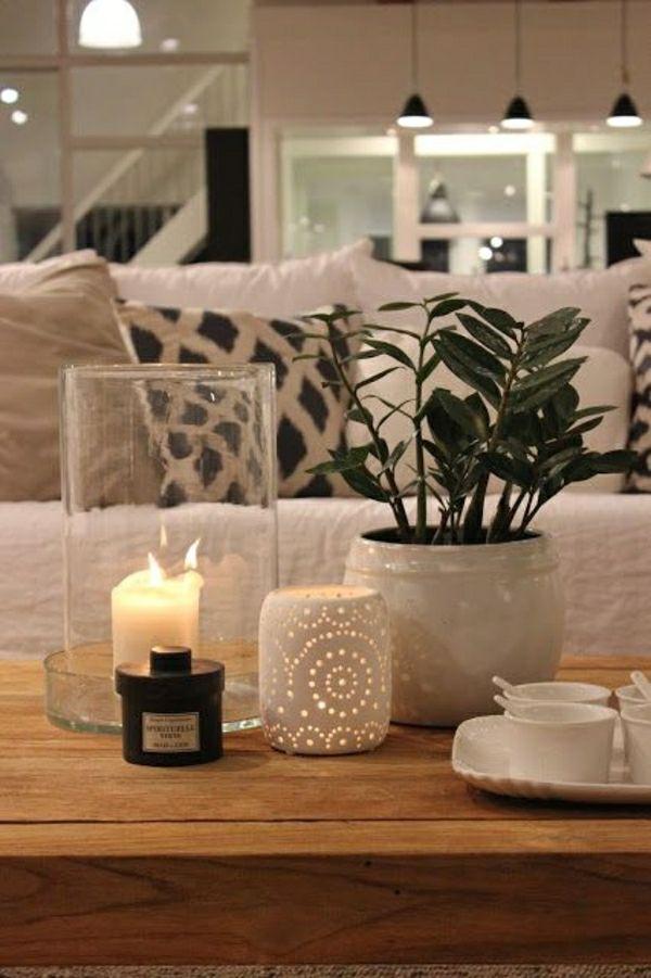 ambiance cocooning, canapé beige, coussins colorés, plantes vertes, salon moderne