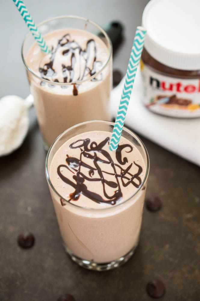 4 ingredient Creamy Peanut Butter & Nutella Milkshake. Takes less than 5 minutes to make! | chefsavvy.com #recipe #dessert #chocolate #Nutella