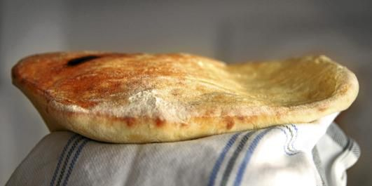 NANBRØD: Det er forbløffende enkelt å lage nanbrød hjemme. Ha full guffe på komfyren!