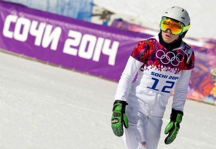 Česká snowboardistka Ester Ledecká vypadla po čtvrtfinálové jízdě v paralelním slalomu. (22. února 2014)