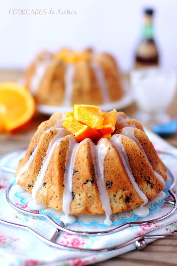 PREPARACIÓN del bundt cake:- Precalentamos el horno a 170º con calor arriba y abajo. Recordad que para hornear bundt cakes usaremos la rejilla del horno,...