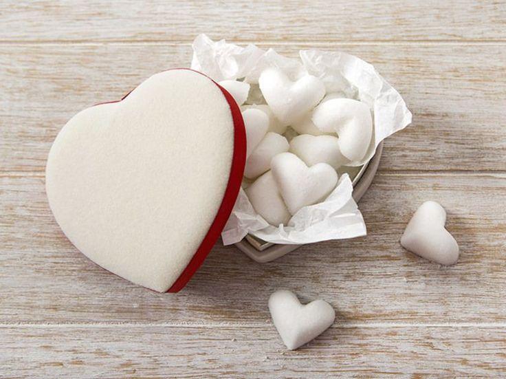 DIY-Anleitung: Sprudelnde Herz-Badekugeln selber machen / beauty diy: how to make heart shaped bathbombs via DaWanda.com