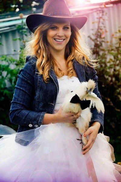 #cowgirl #esküvő #állat #menyasszony #esküvőszervezés