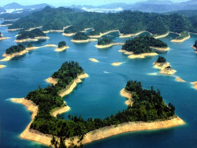 Thousand Island Lake in Hangzhou, China