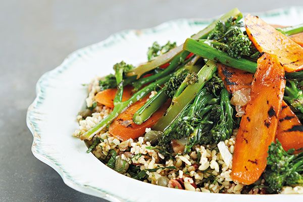 Bulgur, grilled carrots and broccoli, capers, pecans and lemon – Recipes – Bite