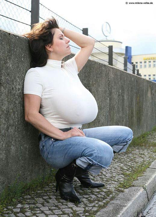 Velba eating cunt