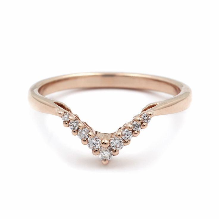 This petit V-shaped Chevron Bandperfectly nestles inside its larger counterpart and creates a stunning diamond-dusted geometry alone, or paired with other shap